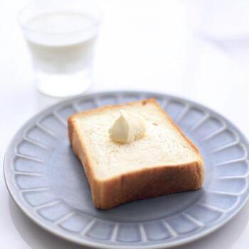 こちらは「至高の目覚め」という食パン。その名の通り、このパンを食べれば最高の朝を迎えられそうです。材料にも製法にもこだわっていて、食べ飽きない美味しさ。たっぷりのバター+はちみつがおすすめ!