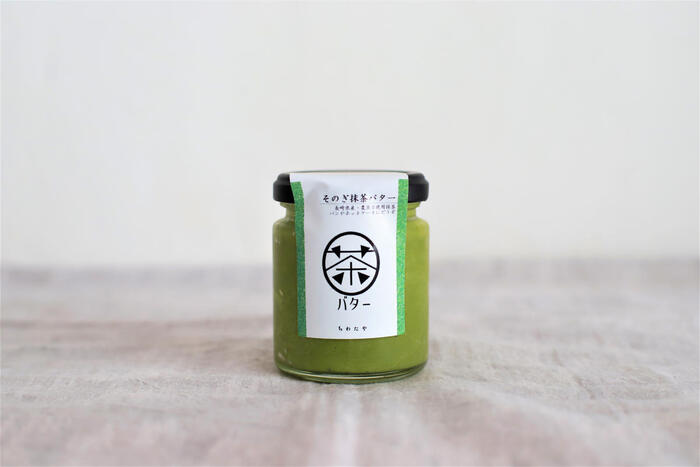 ちわたやの一押し商品「そのぎ抹茶バター」。長崎県東彼杵町のそのぎ抹茶とバターを合わせた一品です。見た目からして美味しさが分かる鮮やかな緑が魅力。抹茶の甘みと苦みをしっかり感じられます。パンにもスコーンにもぴったり!