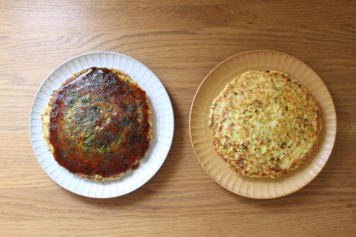 手近な材料でパパッと作れる豚玉(お好み焼き)。野菜もお肉も炭水化物も網羅しているので、これで一食分ができてしまうというのもありがたいですね。生地に混ぜ込んで焼くので、キャベツをきれいに切る必要もありません。野菜を手でちぎったり、卵を割ったり、生地を混ぜたり、子どもが担当できるところもたくさん!熱々の出来立てをハフハフしながらいただくのも最高です。
