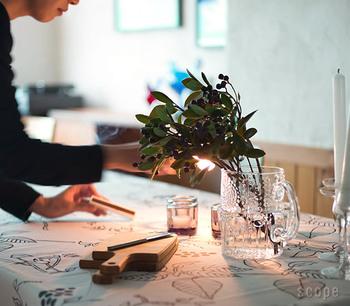 飲み物を入れるピッチャーは、お花をがラフに挿して、フラワーベースとして使うと素敵。 ガラスなのでどんなお花とも相性よく生けられます。