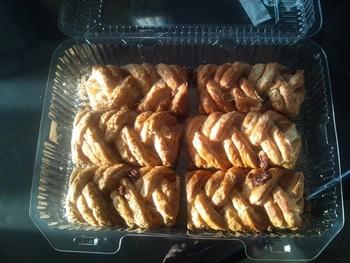 シュトルーデルは、オーストリアのパイです。コストコのメープルピーカンシュトルーデルにはピーカンナッツが練り込んであります。メープルのジャムとの相性もぴったり。