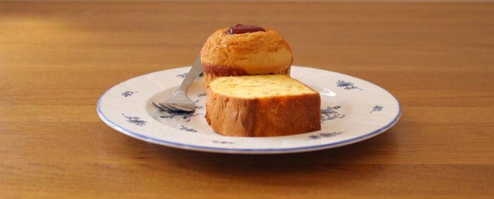 お菓子作りに慣れてきたら、食べ応えのあるマフィンに挑戦してみませんか?トップにジャムをのせて、可愛らしく。贅沢感もあるおやつです。