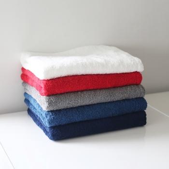 吸水性と速乾性の優れ、使っていくうちに柔らかくなるリトルサンシャインのタオル。肌に当たったときに程よい弾力性があり、拭き心地もとても気持ちがいいです。バスタイムが楽しくなるようなカラーバリエーションも魅力。質の良いタオルは快適なバスタイムには必要不可欠ですよね。