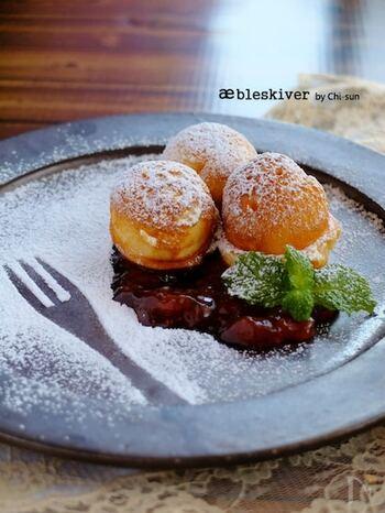 メレンゲを作って外はカリッと中はフワフワに仕上げたデンマークのお菓子エイブルスキーバーは、お好みのジャムを添えて召し上がれ♪シンプルながらも素朴な味わいがクセになります。