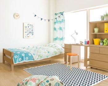 高校生~大学生ぐらいの子供部屋としても長く使えるレイアウト。2人きょうだいであれば、左右対称にこのような配置をして、パーテーションで仕切るという方法も。