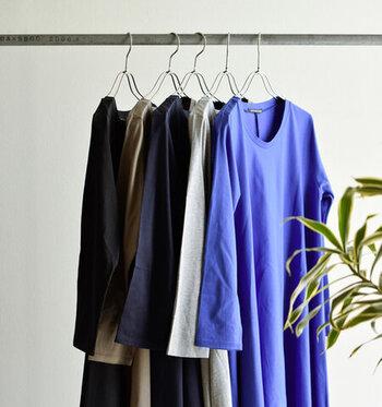さらりとしたコットン100%生地だから、一年を通じて長いシーズン着用できます。カットソー素材で自宅でお洗濯しやすいのもうれしいポイント。
