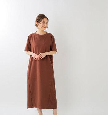 素材から徹底的にこだわり、着心地が良くシンプルで特別な洋服を提案する「unfil(アンフィル)」のオーガニックコットンジャージーTシャツドレス。