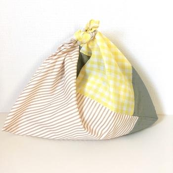 基本のサイズが分かっているから、パッチワークの様に何枚かを組み合わせて作るのも素敵ですね。写真は4枚の布を組み合わせて作ったあずま袋ですが、お家にハギレがたくさんある方は、もっとたくさん組み合わせてももちろんOKです。