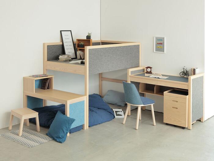 2人一部屋でも、適度に距離がありパーソナルスペースが作れるレイアウト。こちらも縦に細長いお部屋に使える配置です。