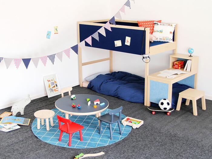 一人で8畳のお部屋は、かなり広々と使うことができますね。今は1人だけど、将来的に2人で使うかも…という家庭でもおすすめの広さ。部屋におもちゃをまとめて真ん中をプレイスペースにしておけば、リビングにおもちゃが散らからずにすみます。