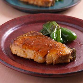 焼いたり煮たり美味しいブリをバターポン酢でソテーした一品は、白いご飯にぴったり!工程も簡単なので、毎日の献立に困った時にもオススメです。