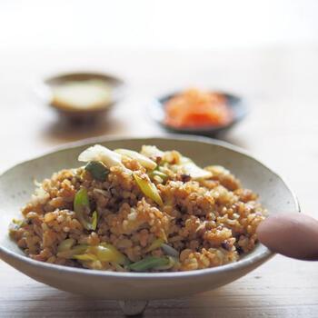 味付けは味噌とマヨネーズのみの、こってり風味のシンプルチャーハン。納豆に合う味わいで、おいしいですよ!