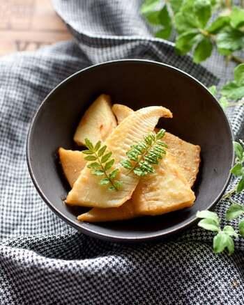 筍、バター、ポン酢。材料はなんとこの3つのみ!とってもシンプルなレシピですが、バターのコクとポン酢の酸味がにマッチして美味しいですよ。筍の食感も美味しい!