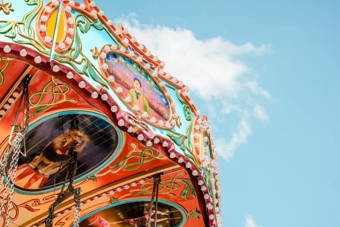 楽しみにしていたイベントやお出かけを残念ながら見送った方も多いのではないでしょうか。ですが、今だからこそ無料で楽しめる、大サービスのエンターテインメント動画も続々登場中!  ピックアップするのは、カナダ・モントリオールを拠点に活動するエンターテインメント集団「シルク・ドゥ・ソレイユ(Cirque du Soleil)」。