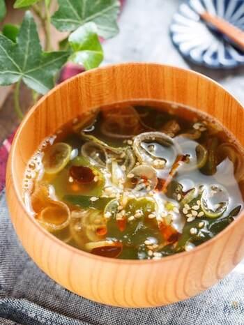 シンプルな具材なのに、満足度の高いスープ。ネギを焦げ目が付くまでしっかり焼くことで、旨みがUPします。ご飯と合わせやすい濃い目の味わいです。