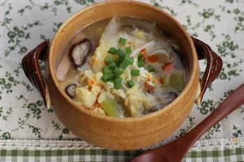 余った餃子の皮を有効活用できるレシピです。皮のツルツル食感を楽しめます。ボリュームも栄養もたっぷりなのが嬉しいポイント!