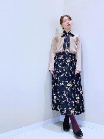 ドッキングワンピなら、1枚でハマトラファッション♪花柄などを取り入れる場合も、モノトーンやくすみカラーをメインにすることで、大人っぽく着こなすことができます。