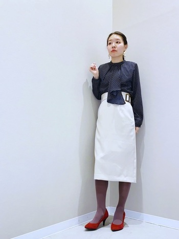 横浜トラディショナル、通称ハマトラと呼ばれるクラシカルなお嬢さん風ファッションも80年代には流行。ボウタイブラウスなら、簡単にレトロなハマトラコーデを作ることができます。