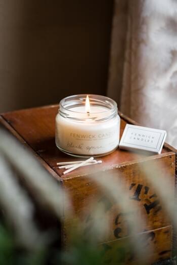 やさしい香りは人の心を落ち着けてくれるもの。アロマキャンドルでも、ルームフレグランスでも、好みの香りを探してみましょう。