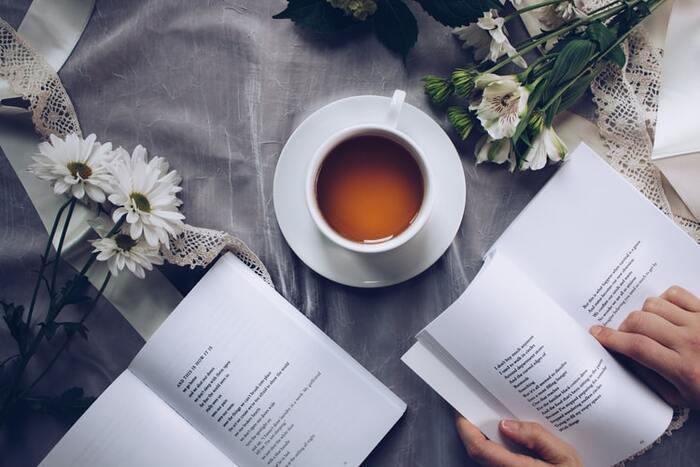 お茶を飲みながらゆったり詩の世界に浸るのも、心がささくれだっているときにはおすすめ。一行一行味わいながら読むことで、心が落ち着きます。