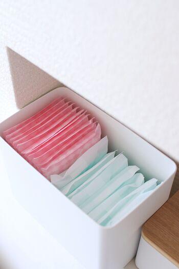 名前の通り、本来は洗剤のジェルボールを収納するためのボックスですが、生理用品を立てて収納できる絶妙なサイズです。生活感を隠しつつ見せたくないものをお洒落に収納できていいですね。