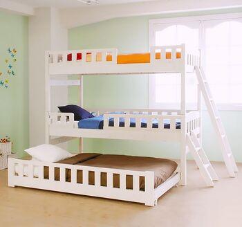 最近は3段ベッドや、エクストラベッドが収納できる2段ベッドもあります。子どもが小さいうちは親が添い寝したり、寝るときだけ3人一緒にしたり…といった使い方ができて便利。