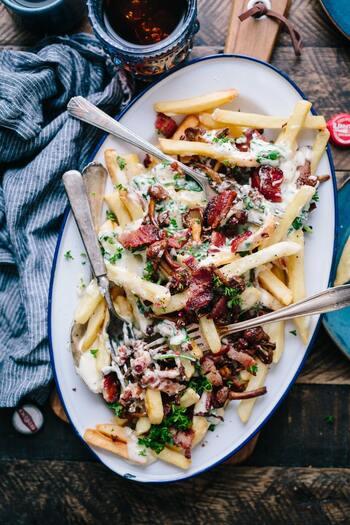 チーズや玉ねぎなどの食材をプラスしたり、マヨネーズやマスタードなどの調味料で味変したり。じゃがいも×ベーコンのレシピを知って、バリエーションを増やしてみましょう!