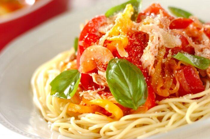 作るのが面倒な冷製パスタもトマトジュースを使えば簡単。トマトジュースのソースは前日に作って冷蔵庫で冷やしておきましょう。当日は具材をカットして盛り付けるだけ。サッと作れるので、忙しい時におすすめのレシピです。