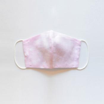 OLD-FASHIONED STORE(オールドファッションストア) ハンカチや靴下など、生活の中でももっとも近くにある、手にしたり、肌に触れるアイテムを販売。そのほとんどが、繊細な手仕事にこだわりと誇りをもつ、日本の職人の手によるオリジナルの製品。 <カラー:ピンク> 表面がリネン、肌に触れる裏側はダブルガーゼなので、肌荒れなどを気にされる方にもオススメ。
