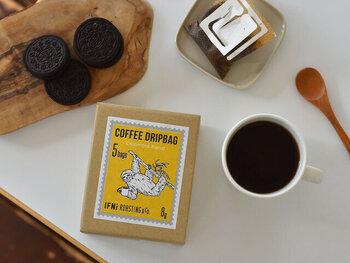 連名でいただいた場合も、お一人当たりがある程度の金額になるのであれば、個別のギフトが準備しやすくなります。  コーヒーの「ドリップバッグ」は職場でも手軽に飲めてオススメ。