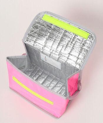 保冷機能も、外からの熱を遮断して内側の温度を長時間キープしてくれる保冷素材が使用されています。機能性と素材はバッチリで、デザインやカラーは子供たちに合う明るく楽しいデザインとカラーになっているのも◎。