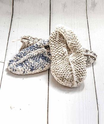 コットン100%の紐を編んで作られた、メッシュタイプのユニークなルームシューズ。かかとには脱ぎ履きに便利なヒールフック付き。