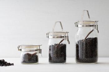 セラーメイトの保存瓶。サイズも豊富なので、自分に合ったものを選ぶことができます。木のコーヒーメジャーを一緒に入れておいても可愛いですね。