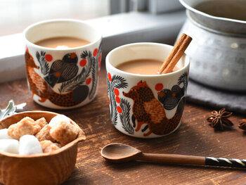 持ち手のあるマグカップと持ち手のないラテマグの2種類があります。ラテマグはオーブンも電子レンジも使用可能なので、料理やスイーツに幅広く活躍します。 マリメッコならではの北欧の世界観の溢れるマグで、ほっこりカフェタイムはいかがでしょうか?