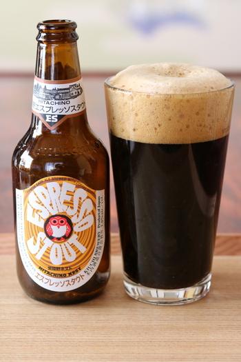 種類豊富なクラフトビールの中でも、特に女性に人気なのが「エスプレッソスタウト」。黒ビールは重いイメージがありますが、深煎りの珈琲豆を加えて醸造しているので、エスプレッソのような芳醇な香りで飲みやすいんですよ。上品な深みを楽しみたい方は、ぜひ試してみませんか?