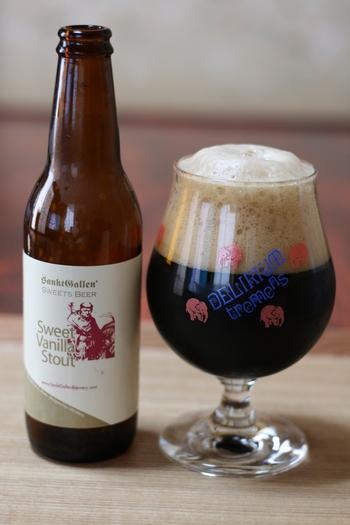 個性が光るクラフトビールを飲みたいという方は「サンクトガーレン」がおすすめです。神奈川県厚木市にある日本で最も古い地ビール会社で、国際大会で金賞を何度も受賞している実力派。  こちらの「スイートバニラスタウト」は、アロマホップの代わりにバニラビーンズで甘い香りを溶け込ませた黒ビール。ベースとなる黒ビールは、通常より甘めに仕上げていて、あと味にはチョコレートのような風味が残るのが特徴です。