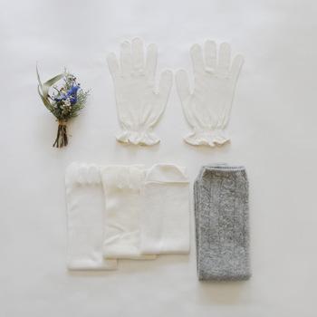 普段と違う生活リズムを送っていると、身体は敏感に反応するもの。女性ならではの悩み「冷え」もその一つです。『シルク手袋』と『冷えとり靴下』のセットで、指も足もくまなく暖かケアをしてあげましょう。天然繊維なので、敏感肌さんも安心して身に着けられます。
