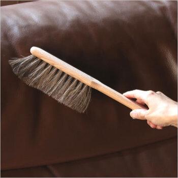 お掃除が得意ななあの人には、100年以上世界で愛用されている「Iris Hantverk (イリス・ハントバーク)」のこだわりのブラシを。ブナ材を使ったナチュラルな雰囲気なので、どんなテイストのおうちにも馴染みやすいところも魅力です。使うのが楽しみになりそうなブラシです。