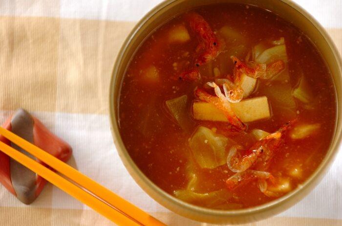 お味噌汁と作る際に、お味噌の量を減らしてケチャップ を入れてあげることで減塩に変身させたアイデアレシピ。トマトの酸味が癖になる美味しさです。