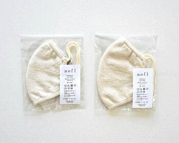 """こちらのマスクは香川県高松市のレディスブランドnofl(ノフル)のニットマスク。素材は、生成のオーガニックコットンを100%使用、立体縫製で編まれた肌にやさしいマスクです。  販売しているのはMARKT(マルクト)。 """"すべては暮らしのよろこびのために""""をテーマに掲げるカフェ&ショップLABORATORIOの姉妹店MARKT(マルクト)ではお店で人気の衣・食・住の「良いもの」を集めています。"""