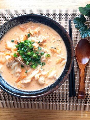 お腹が空いているなら、がっつりめなのにヘルシーな豚キムチ豆乳うどんはいかがですか?辛旨な豆乳スープは飲みやすく、お腹にたまりやすいので満たされますよ。