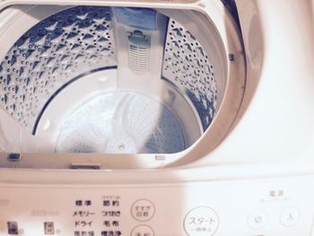 ただでさえ湿気がたまりやすい洗濯槽ですから、汚れがついたまま梅雨に突入すると、一気にカビが倍増するんだそう。 今のうちに、一度徹底的に洗濯槽をクリーニングして、その後は1か月に一度程度定期的にお手入れをしていくことで、きれいな洗濯機がキープしやすくなりますよ。