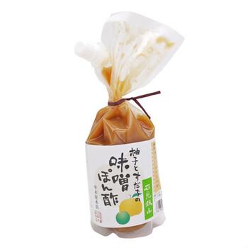 ポン酢の味わいに飽きたら、味噌を加えて「味噌ポン酢」にしてみるのもおすすめ。さらに、マヨネーズを足したりと、いろんな味わいアレンジを楽しめますよ。  実際、「味噌ポン酢」の味わいを商品化したものもスーパーなどに並んでいるので、市民権を得ているといっても過言ではないですね。