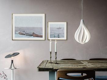 デンマーク生まれの「Pendant Light Medium(ペンダントライト ミディアム)」は、エジソン電球のフォルムをモチーフに作られたという美しい流線型。