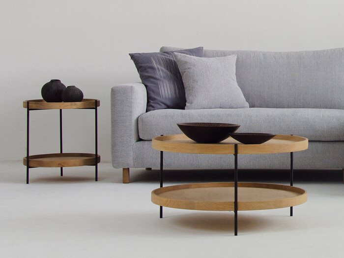 ナチュラルなお部屋のシャープなアクセントになってくれるのが、「HUMLA coffee table(フムラ コーヒーテーブル)」。極限までシンプルに削ぎ落とされたデザインだからこそ、美しいラインが際立っていますね。