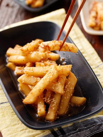 箸休めが欲しいなら、こちらのレシピを。醤油とお酢をメインに、にんにくプラスのスタミナ風でポリポリ止まりません。3~4日冷蔵保存できるので、何かと役立ってくれますよ。