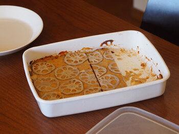 琺瑯製の特徴は冷蔵や冷凍はもちろんの事、直火やオーブンもOKなところ。オーブンで調理したら、そのまま保存したり、テーブルにサーブできるのも魅力です。