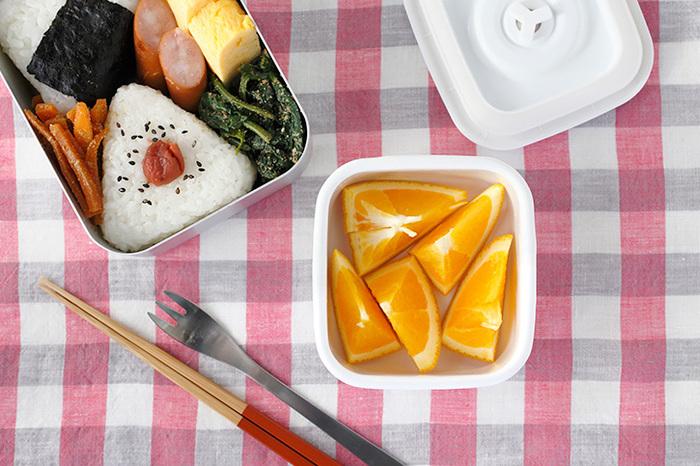 Sサイズはお弁当のサブ容器として丁度いいサイズ。梅干しや佃煮などの保存食を入れておくにもぴったりです。