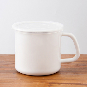 丸型Sサイズは1L入ります。お味噌やカレーなどのスープの保存に向いています。