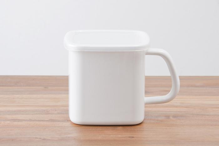 角型のLサイズは丸型より少し小さい1.2L。丸型と同じく、お出汁やシチューなどの保存に向いています。四角いから、冷蔵庫でもスッキリ見える。